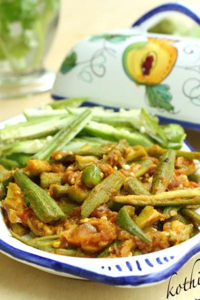 Microwave Okra Masala /Bhindi Masala /Vendakka Masala / Okra sautéed with Onions and Tomatoes