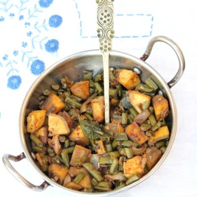 Kaya – Achinga Payar Mezhukkupuratti / Raw Banana and Long Beans aka Asparagus Beans Stir-fry